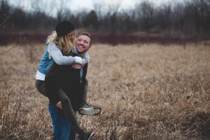 couple heureux tendresse